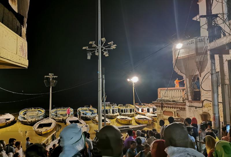 バラナシ 雨季のプジャの儀式